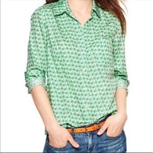 Gap bicycle print button down top